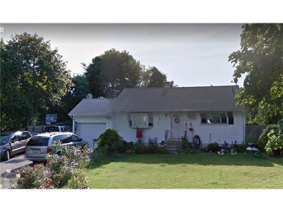 New York Single Family Home For Sale: 840 Bayview Ave.