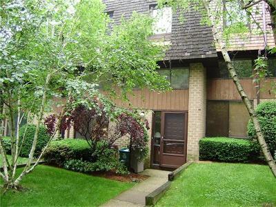 Pelham Single Family Home For Sale: 29 The Hamlet