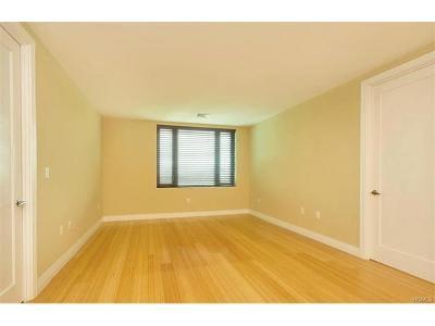 Yonkers Condo/Townhouse For Sale: 701 Ridge Hill Boulevard #11E