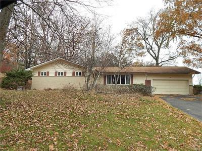 Middletown Single Family Home For Sale: 18 Eisenhower Drive