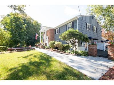 Newburgh Single Family Home For Sale: 17 Sycamore Drive