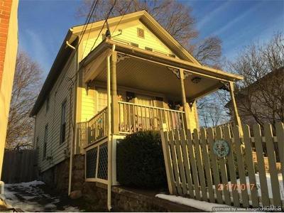 Single Family Home For Sale: 220 Main Street