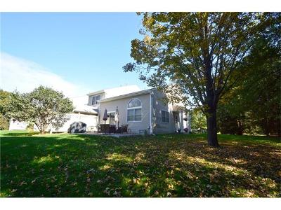 Fishkill Single Family Home For Sale: 14 Deer Crossing Drive