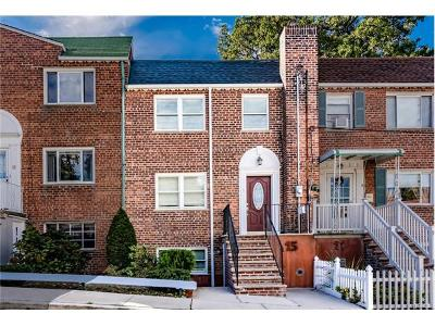 Westchester County Single Family Home For Sale: 15 Old Jerome Avenue