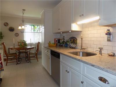 Valley Cottage Condo/Townhouse For Sale: 160 Sierra Vista Lane