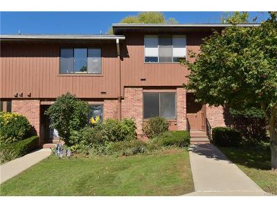 Westchester County Condo/Townhouse For Sale: 42 Coachlight Square #42