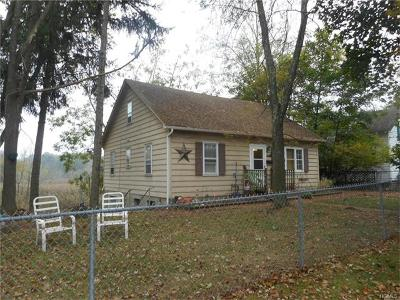 Middletown Single Family Home For Sale: 22 Woods Place