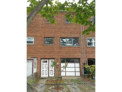 Bronx Single Family Home For Sale: 425 Effingham Avenue