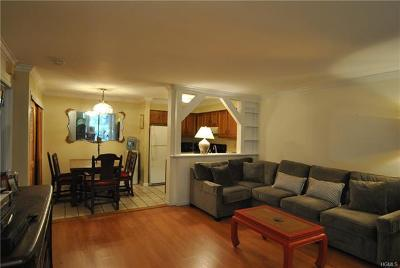 Westchester County Condo/Townhouse For Sale: 176 Laurel Ridge