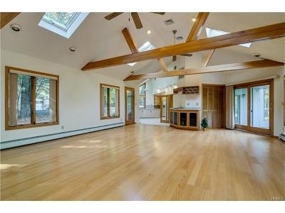 Single Family Home For Sale: 10 Hereford Lane