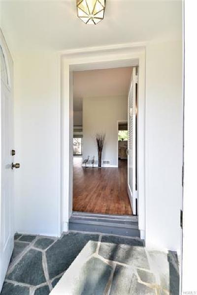 White Plains Single Family Home For Sale: 43 Holbrooke Road