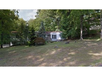 Single Family Home For Sale: 20 Rolling Way