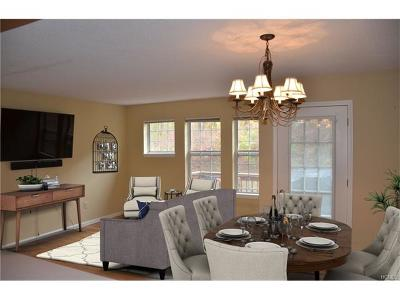 Fishkill Condo/Townhouse For Sale: 253 Crestwood Court