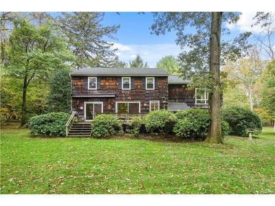 Hartsdale Single Family Home For Sale: 71 Hawthorne Way