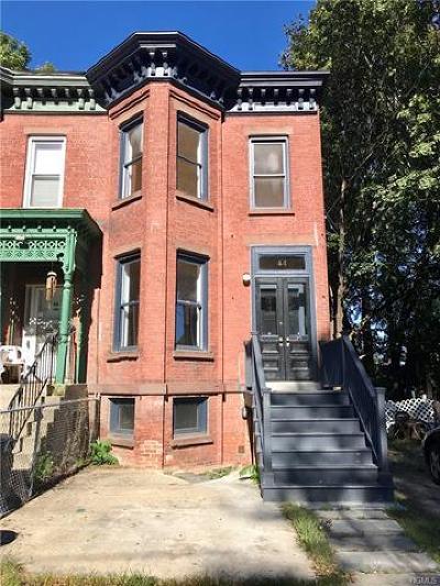 Newburgh Single Family Home For Sale: 44 Carson Avenue