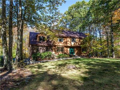Connecticut Single Family Home For Sale: 2 Hickory Lane