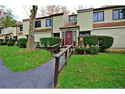 Yorktown Heights Condo/Townhouse For Sale: 45 Jefferson Oval #G
