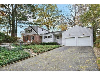 New Rochelle Single Family Home For Sale: 72 Wood Hollow Lane