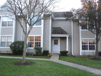 Condo/Townhouse For Sale: 124 Creekside Circle