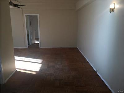 Bronx Condo/Townhouse For Sale: 26 Metropolitan Oval #4A