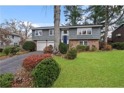 Single Family Home Sold: 7 Frost Lane