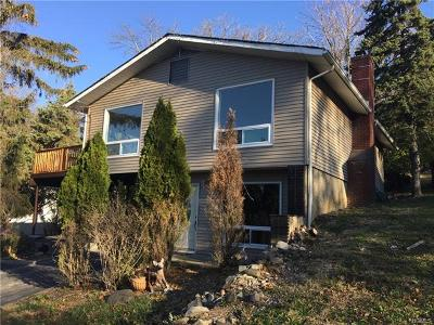White Plains Single Family Home For Sale: 6 Wayne Way