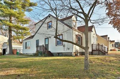 Rockland County Single Family Home For Sale: 15 Oak Terrace