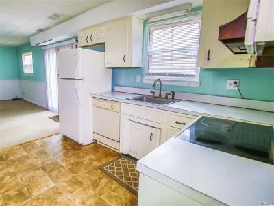 Middletown Single Family Home For Sale: 19 Marcy Lane
