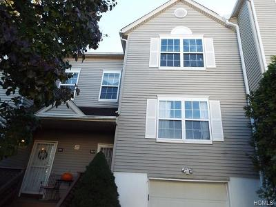 New Windsor Condo/Townhouse For Sale: 404 Arbor Lane