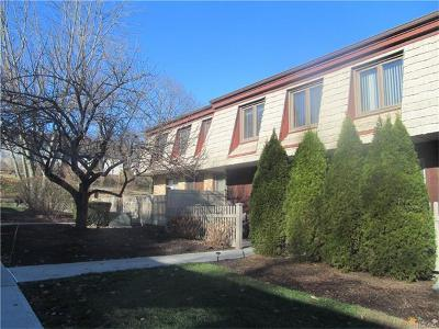Condo/Townhouse Sold: 4 Heritage Drive #E