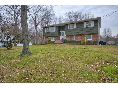 Rockland County Single Family Home For Sale: 26 Bluebird Drive