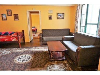 Bronx Condo/Townhouse For Sale: 1686 Metropolitan Avenue #3B
