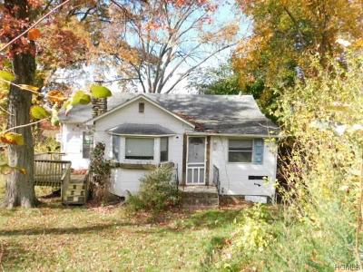 Monroe Single Family Home For Sale: 18 Beverly Trail