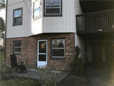 Yorktown Heights Condo/Townhouse For Sale: 17 Hastings Court #A