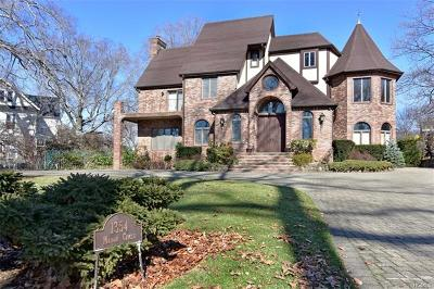 Westchester County Single Family Home For Sale: 1354 Manor Circle