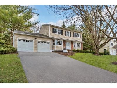 Rockland County Single Family Home For Sale: 30 Sandstone Trail