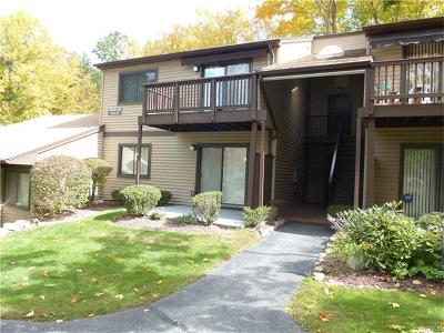 Yorktown Heights Condo/Townhouse For Sale: 68 Independence Court #C