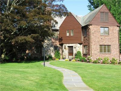 Westchester County Single Family Home For Sale: 2 Fairway Drive