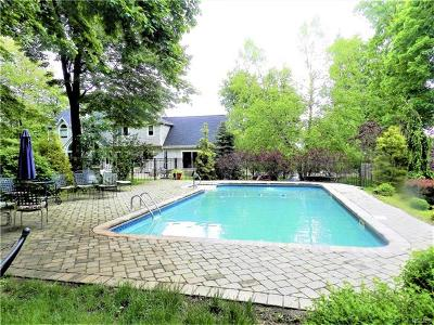 Single Family Home For Sale: 7 Hawk Nest Road