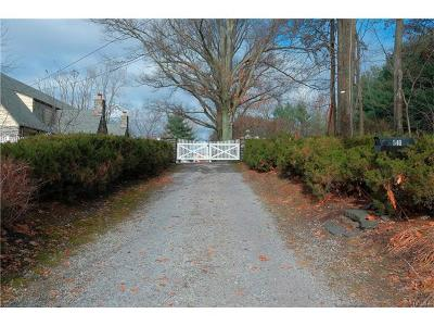 Westchester County Single Family Home For Sale: 540 Oakridge Parkway