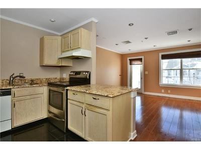 White Plains Condo/Townhouse For Sale: 355 Old Tarrytown Road #606