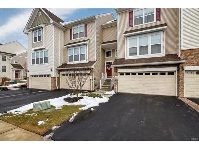 New Windsor Condo/Townhouse For Sale: 806 Hawthorn Way