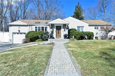 White Plains Single Family Home For Sale: 70 Holbrooke Road
