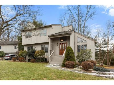 Somers Single Family Home For Sale: 222 Briarwood Drive