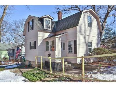 Hawthorne Single Family Home For Sale: 438 Pythian Avenue