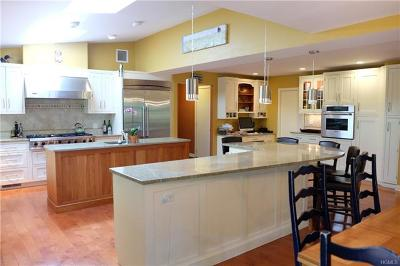 Croton-On-Hudson Single Family Home For Sale: 18 Quaker Hill Drive