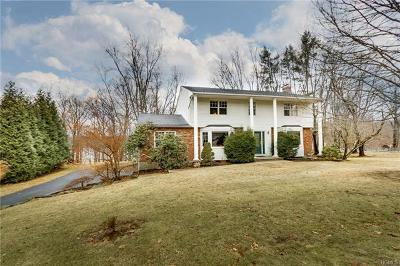 Valley Cottage Single Family Home For Sale: 198 Waters Edge