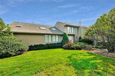 White Plains Single Family Home For Sale: 16 Carriage Way