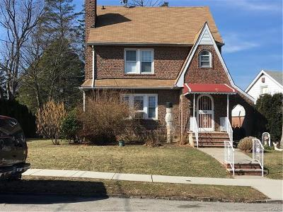 Yonkers Single Family Home For Sale: 125 Dunwoodie Street
