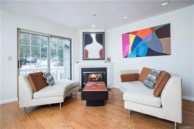 White Plains Condo/Townhouse For Sale: 1005 Pondside Drive